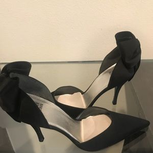Stuart Weitzman bow heels black